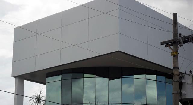 El ACM (paneles de aluminio compuesto)