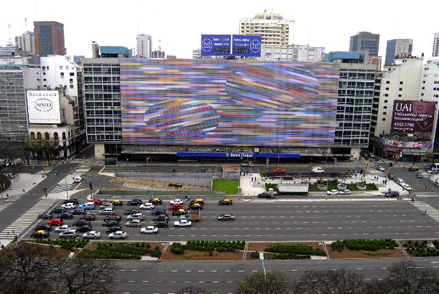 Gigantografía en la 9 de Julio Argentina que ilustra impresión de afiches políticos.